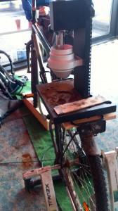 Per Rad betriebene Kaffeemühle